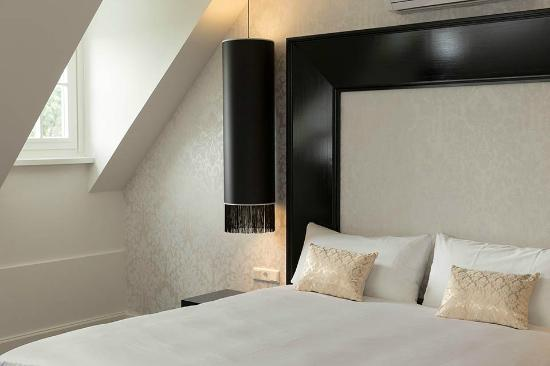 Le Theatre Hotel – Kingsize bed