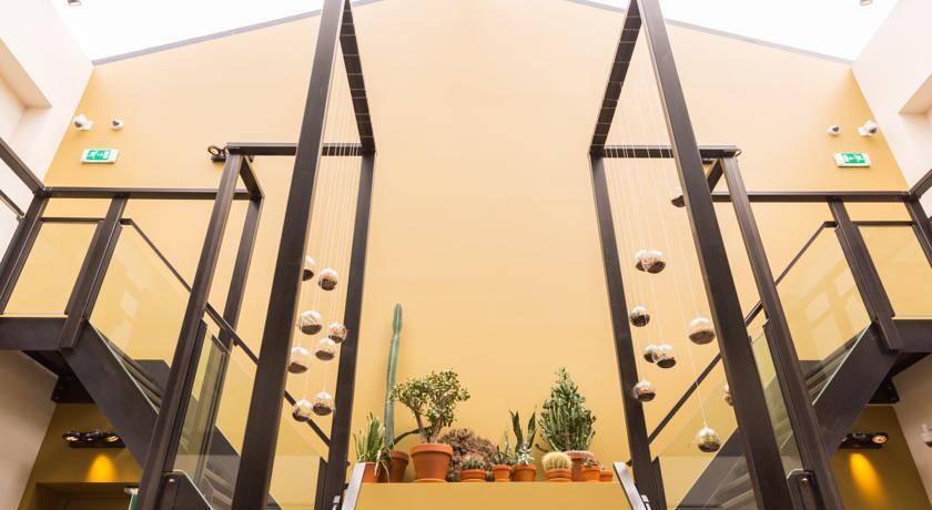 Manzo's Suites – Lobby