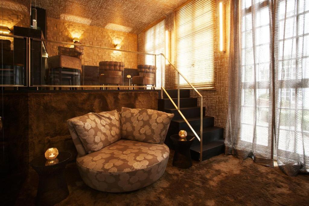 Small Luxury & Boutique Hotel De Witte Lelie – The Bronze Bar