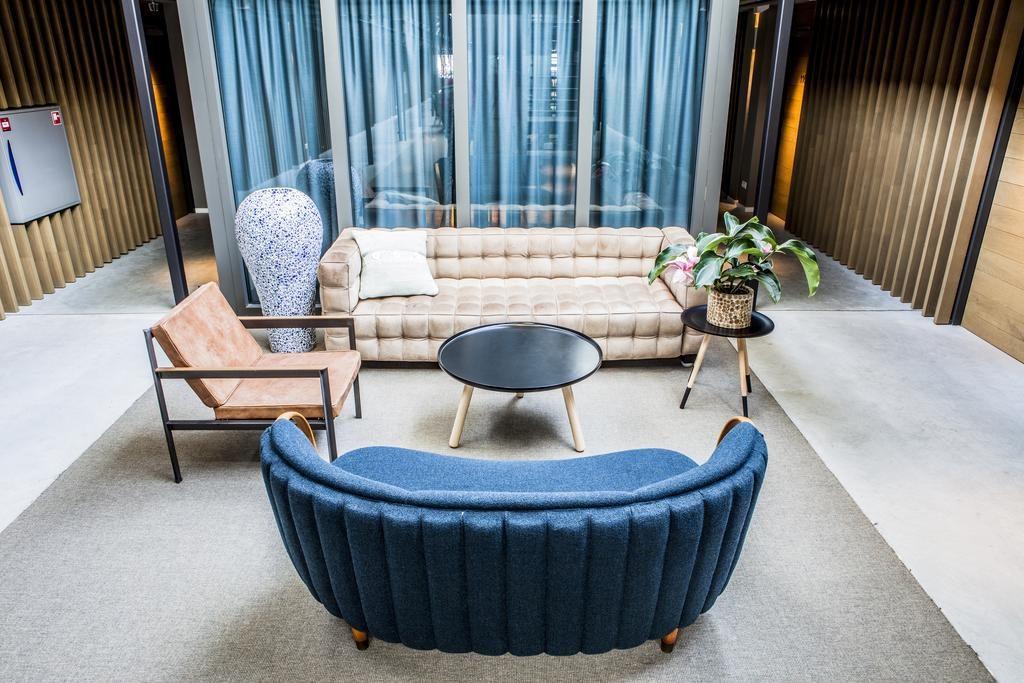 Hotel De Hallen – lobby