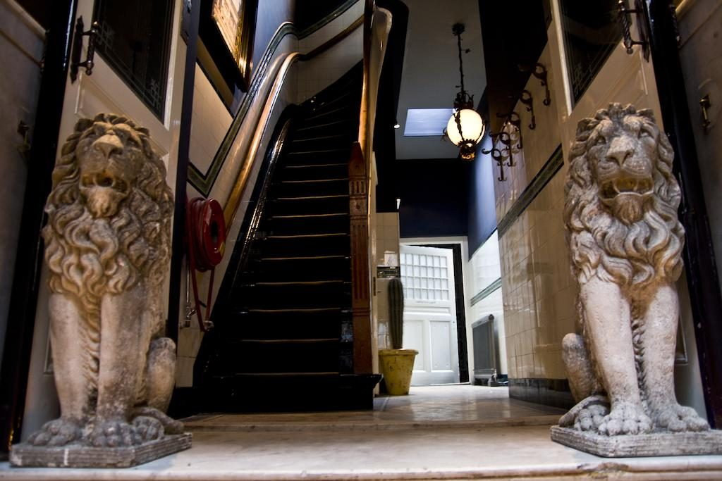 Private Mansions – The Mayer Manor Suite