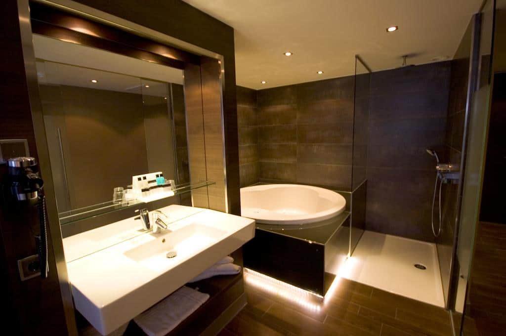 Van der Valk Hotel Gilze-Tilburg – Superior Jacuzzi Suite