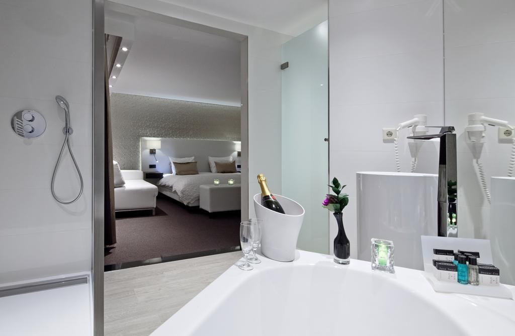 Van der Valk Hotel Wieringermeer – Champagne Suite