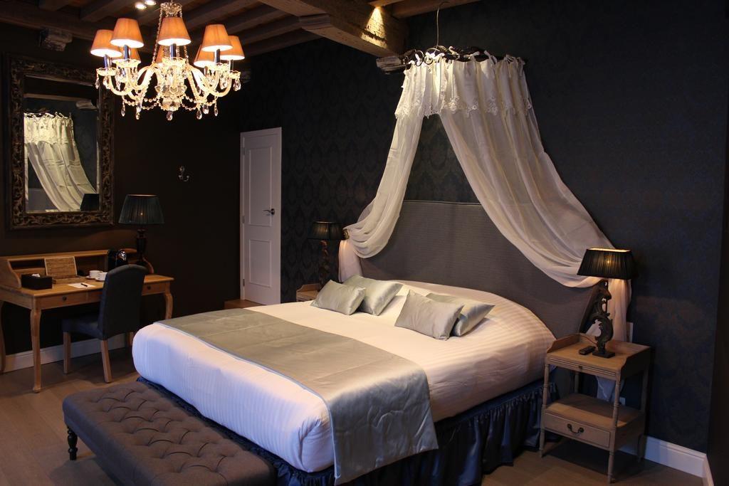 Hotel De Castillion – Junior Suite