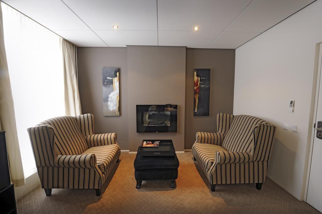 Post-Plaza Hotel – Master Suite